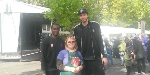 Carole et basketteurs SIG